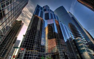 Бесплатные фото небоскребы,стекло,отражение,часы,небо,облака,город