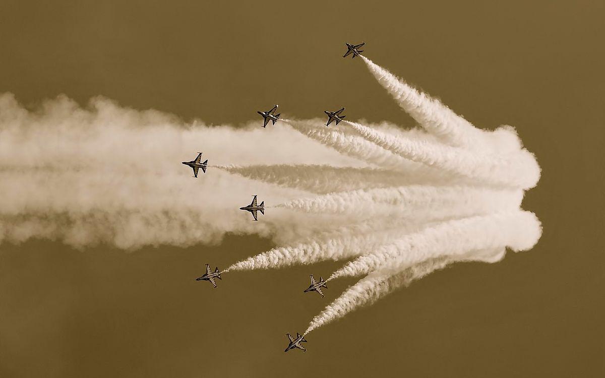 Фото бесплатно шоу, показ, пилотаж, скорость, крылья, дым, авиация, авиация