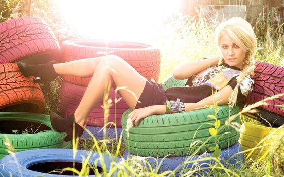 Photo free pixie lott, sits, tires
