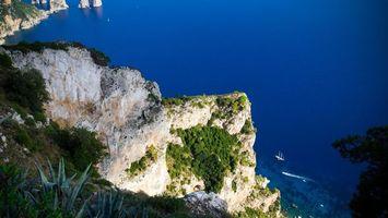 Бесплатные фото скала,камни,трава,высота,море,яхта,пейзажи