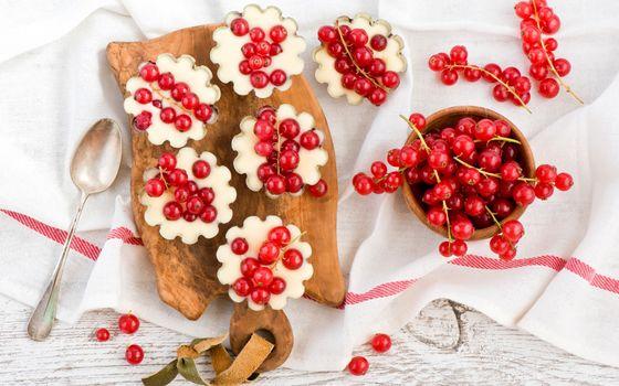 Бесплатные фото стол,скатерть,лодка,паречки,смородина,ягоды,урожай,еда