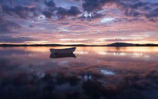 Бесплатные фото вечер,озеро,лодка,отражение,небо,облака,пейзажи