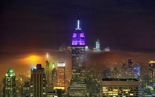Бесплатные фото здания,высотки,город,туман,облака,огни,освещение