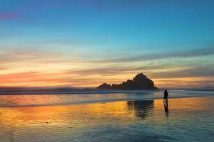 Бесплатные фото пляж,море,любовь,прогулка,вечер,двое,пара