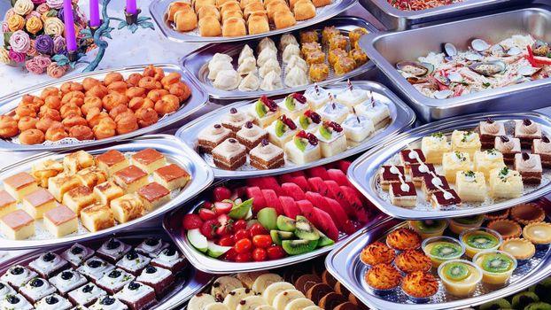 Бесплатные фото десерт,тарелки,сладости,фрукты,киви,цветы,еда
