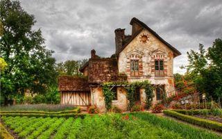 Бесплатные фото домик,крыша,окна,цветы,огород,грядки,деревья
