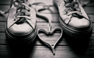Фото бесплатно кеды, шнурки, сердце