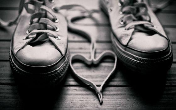 Бесплатные фото кеды,шнурки,сердце,доски,пол,подошва,резиновая,разное