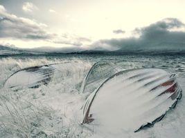 Заставки лодки,снег,небо,тучи,облака,зима,трава