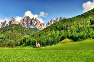 Заставки небо, облака, горы, деревья, лес, елки, дом, здание, церковь, природа