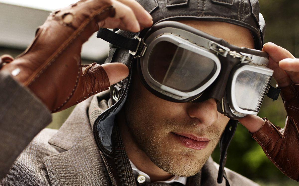 Фото бесплатно парень, очки, летные, шлем, кожаный, щетина, перчатки, костюм, мужчины, мужчины