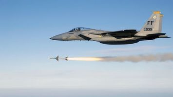 F-15 и ракета