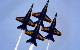 Бесплатные фото самолеты,истребители,крылья,двигатели,следы,дым,надписи