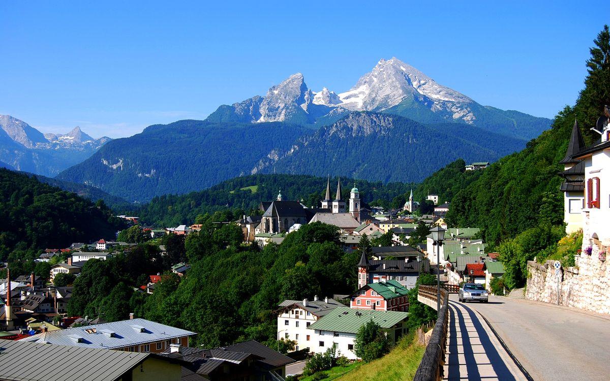 Фото бесплатно дома, дорога, горы, небо, голубое, облака, город, город