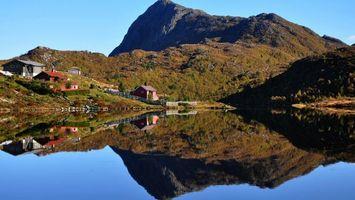 Фото бесплатно горы, трава, дома, вода, озеро, небо, природа