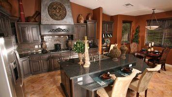 Бесплатные фото кухня,стол,вазы,люстра,стулья,окна,жалюзи