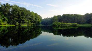 Бесплатные фото озеро,отражение,берег,деревья,трава,небо,природа