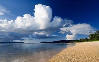 Заставки пляж, небо, облока, вода, берег, песок, деревья