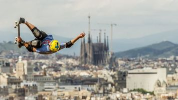 Бесплатные фото скейтборд,шлем,защита,прыжок,полет,трюк,спорт