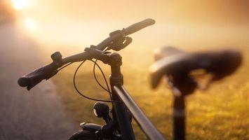 Заставки велосипед,руль,туман,колеса,тормоз,сиденье,дорога