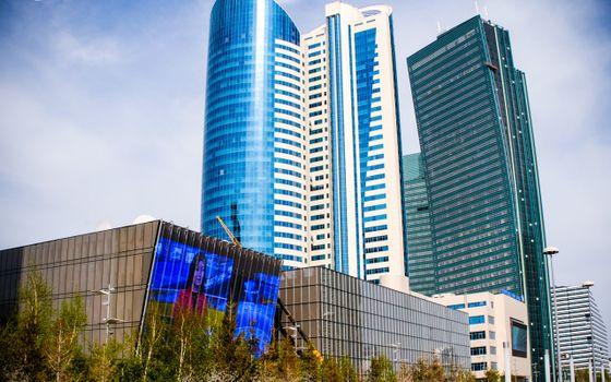 Фото бесплатно здания, небоскребы, деревья