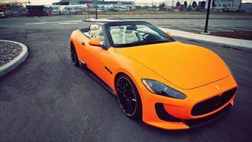 Фото бесплатно автомобиль, колеса, диски, решетка, капот, дорога, асфальт, фонари, оранжевый, цвет, машины