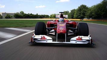 Бесплатные фото феррари,формула 1,трек,колеса,скорость,антикрыло,машины