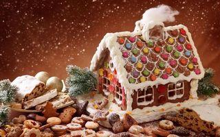 Заставки новогодний испечённый дом,новогоднее печенье,снег,еловые ветки,глазурь,конфеты,новый год