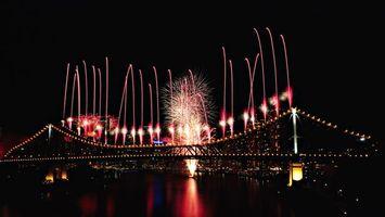 Фото бесплатно фейерверк, мост, река