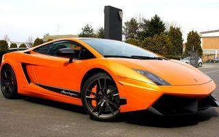 Обои спортивная, быстрая, ламборджини, оранжевая, яркая, небо, деревья, машины