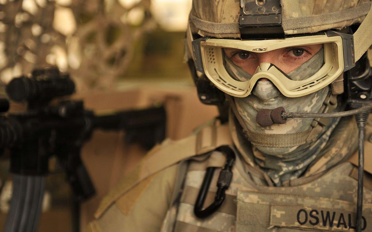 Фото бесплатно военный, oswald, камуфляж, шлем, очки, оружие, экипировка, мужчины, мужчины