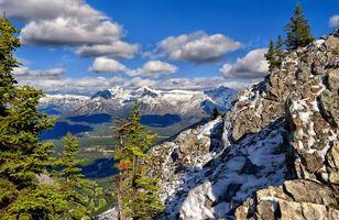 Бесплатные фото деревья,горы,снег,небо,голубое,облака,природа