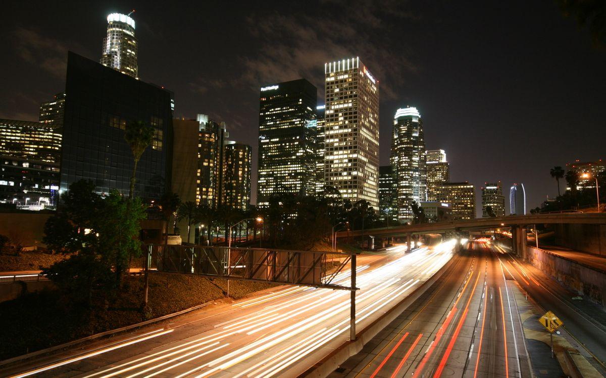 Фото бесплатно ночь, дома, высотки, небоскребы, окна, свет, дорога, машины, фото с выдержкой, огни, город, город