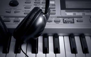 Обои синтезатор, клавиши, кнопки, экран, наушники, провод, музыка