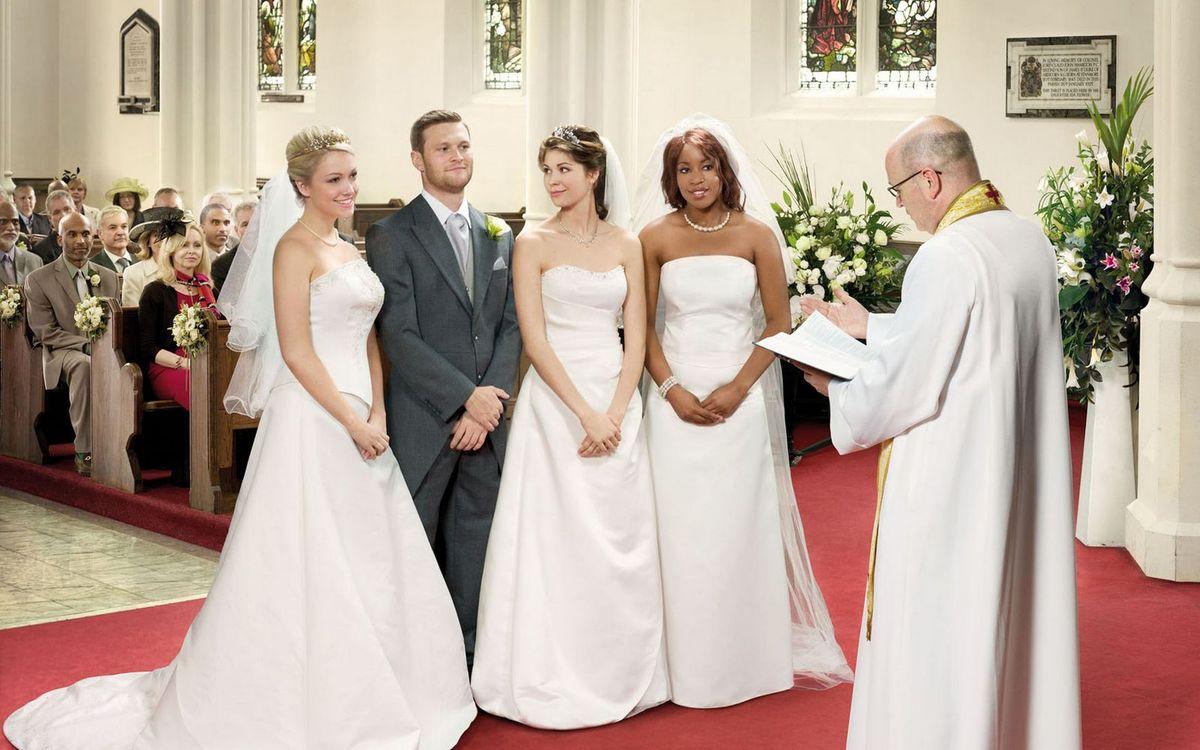 Фото бесплатно свадьба, жены, муж, жених, невесты, платье, костюм, священник, костел, зал, букет, церемония, девушки, мужчины, праздники, праздники