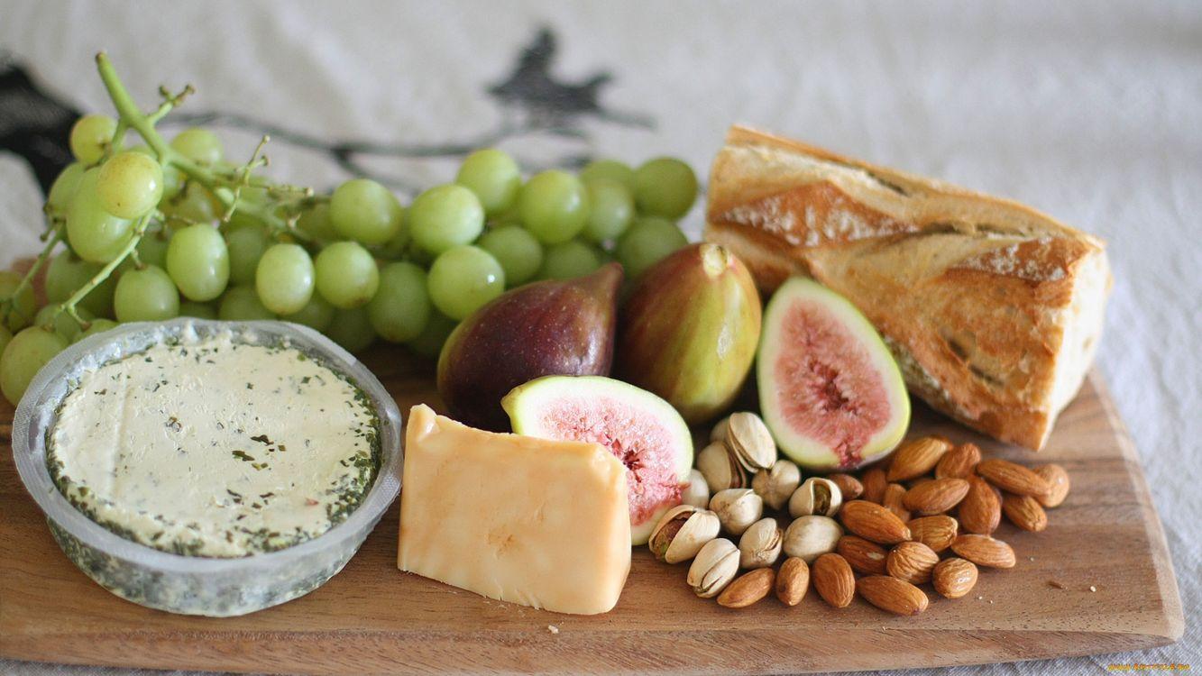 Фото бесплатно сыр, виноград, зелень, хлеб, стол, орехи, еда, еда
