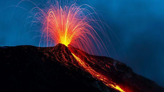 Фото бесплатно вулкан, лава, извержение, брызги, жар, природа