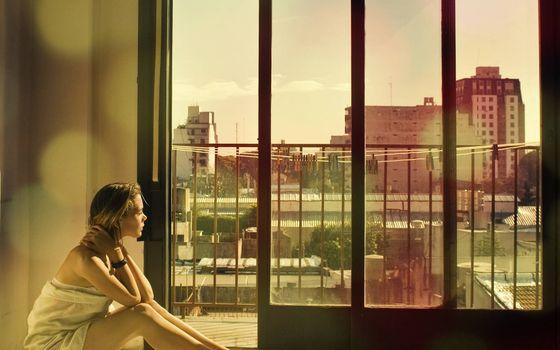 Фото бесплатно мечтательница, девушка, балкон