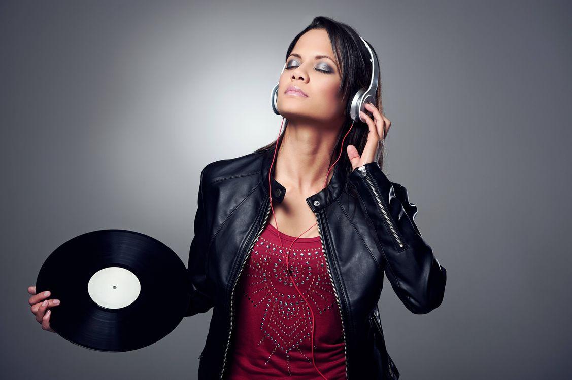 Фото бесплатно девушка диско, девушка, наушники, настроение, музыка, музыка