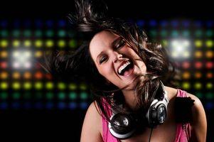 Бесплатные фото девушка диско, девушка, наушники, настроение, музыка