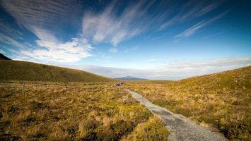 Бесплатные фото холмы,трава,дорожка,тропинка,люди,небо,облака