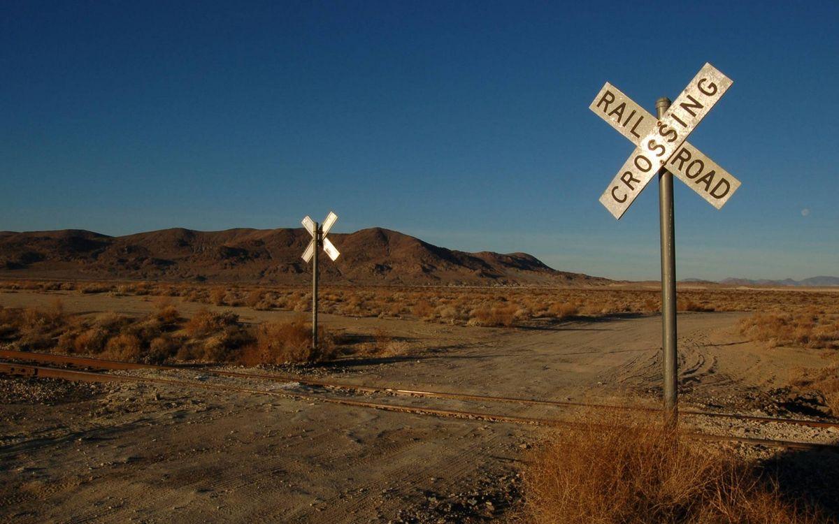 Фото бесплатно железная дорога, рельсы, знаки - на рабочий стол