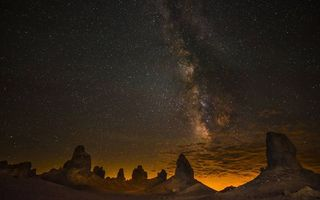 Фото бесплатно ночь, скалы, песчаники, небо, звезды, млечный путь