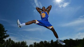 Фото бесплатно баскетболист, спортсмен, мяч, форма, прыжок, готовность, спорт