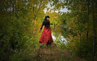 Фото бесплатно брюнетка, платье, черно-красное