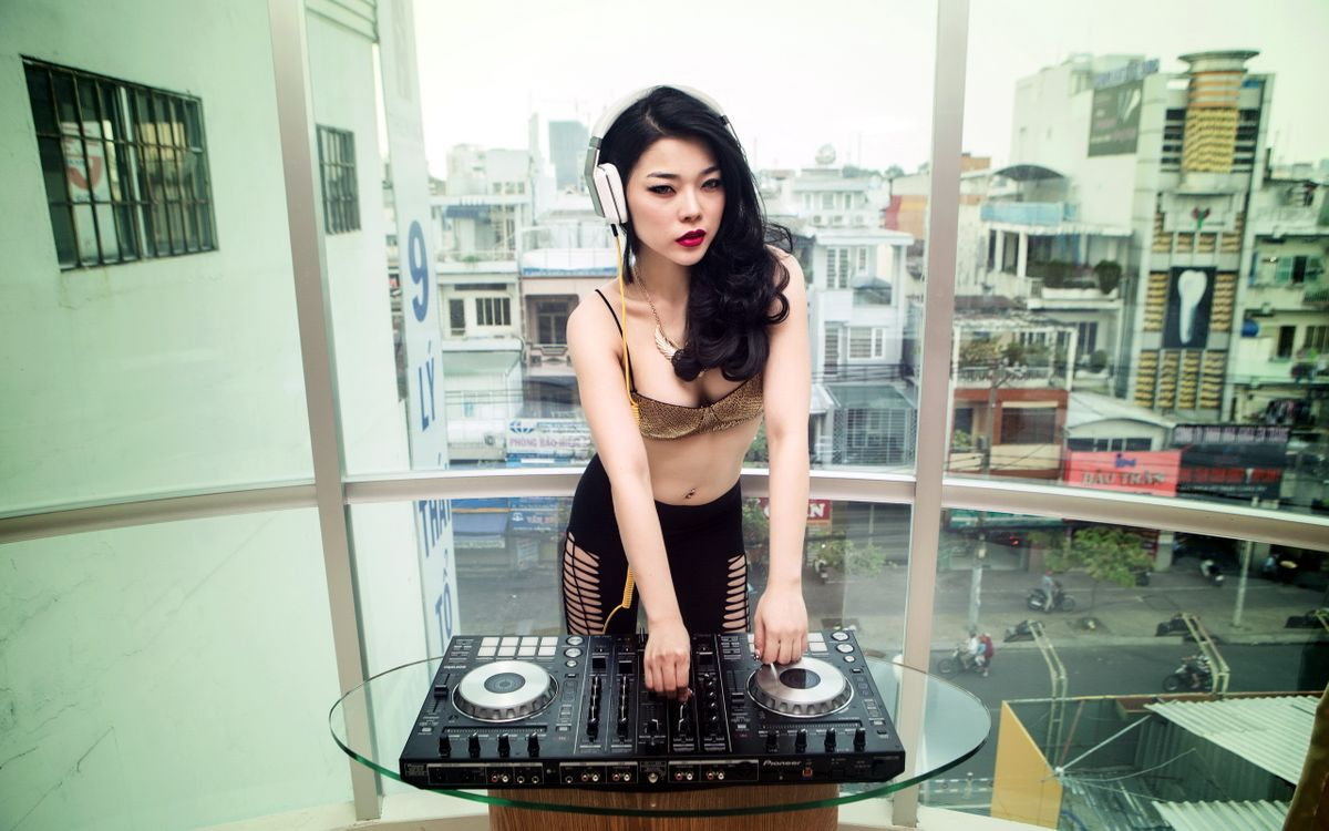 Фото бесплатно девушка, азиатка, диджей - на рабочий стол