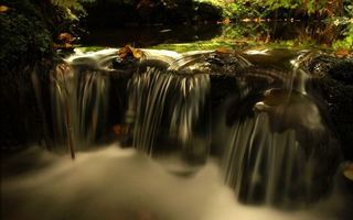 Фото бесплатно водопад, осень, листья, деревьев, камни, природа