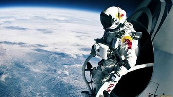 Фото бесплатно космонавт, скафандр, летит