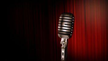 Фото бесплатно микрофон, музыка, ретро, занавес, красный, полумрак, музыка