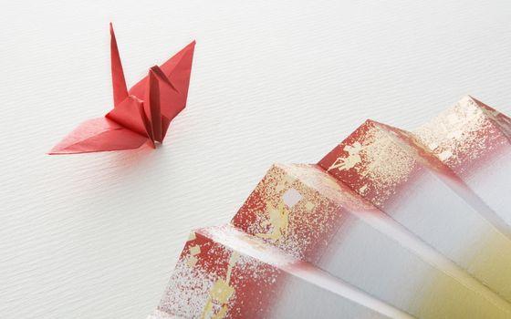 Бесплатные фото оригами,журавлик,бумага,веер,поделка,стол,красный,цвет,разное